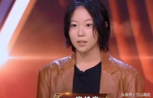 王菲与两女儿同台是什么节目在哪看 李嫣上台举动暴露出家庭关系