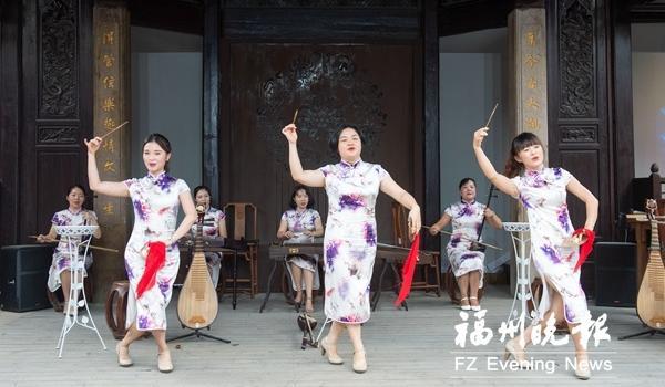 榕城举办曲艺专场 老福州迷上新评话伬唱