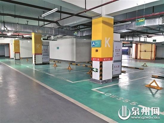 """晋江一小区数百个停车位被""""大客户""""包下 居民对此提出质疑"""