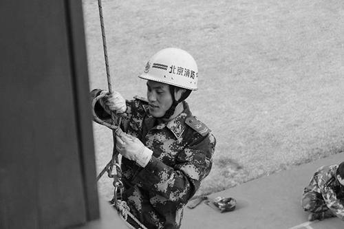 ca88亚洲城手机版下载_休假营救群众牺牲怎么回事?张利鹏救人事件始末救了3人后牺牲