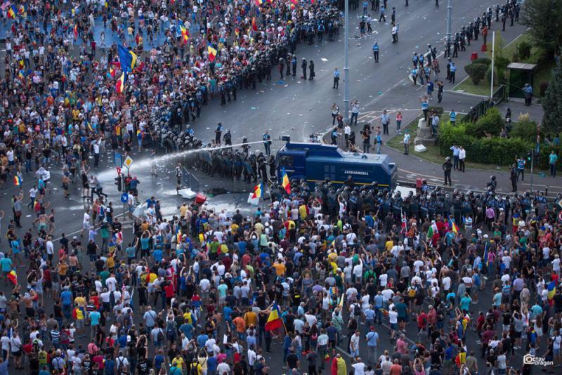 罗马尼亚万人游行450伤30人被捕 罗马尼亚万人游行事件始末