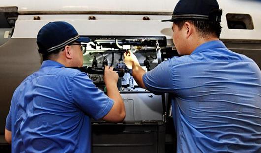 福建铁路工人:战高温 保安全