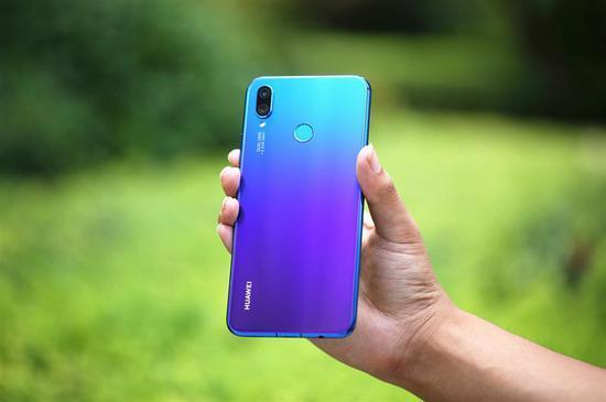 华为nova3i评测:卓越AI四摄/身披蓝紫渐变色