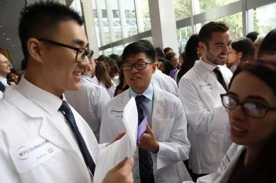 纽约大学宣称即日起永久性减免所有医学生学费