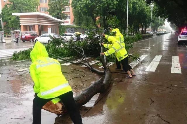 汕头暴雨现场高清图汇总,汕头为什么下这么大的暴雨?