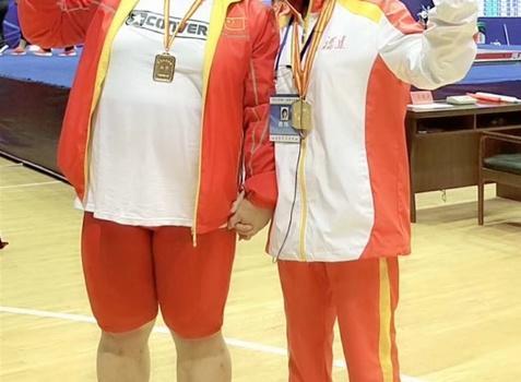全国女子举重冠军赛举行 福州选手李雯雯夺得冠军