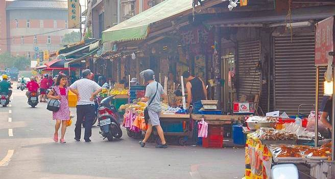 ca88亚洲城手机版下载_老鼠比人多!台中传统市场凋零靠娃娃机撑场