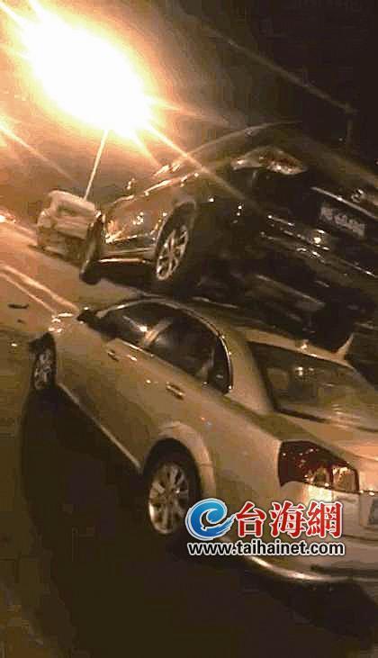 澳门银河手机版海沧大桥上五车相撞致出岛方向大堵车 过个桥用了一小时