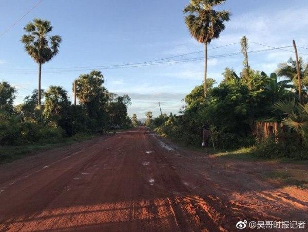记者深入柬埔寨密林寻找马航MH370 有飞机坠落但应该不是MH370(2)