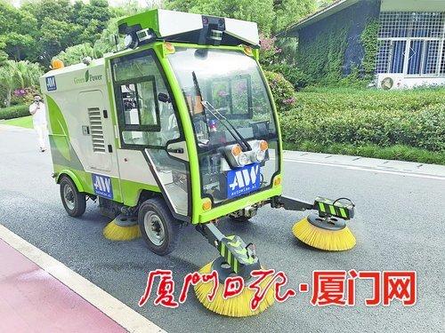 厦门首台无人驾驶清扫车上路 未来将在封闭园区推广