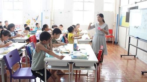 ca88亚洲城手机版下载_英媒关注中留守儿童日托班 用亲子福利吸引工人