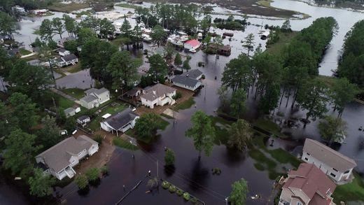 飓风袭击美国东岸已致20人死亡 将持续为祸数周