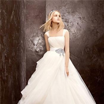 新娘婚纱精美款式介绍 如何选合适的新娘婚纱