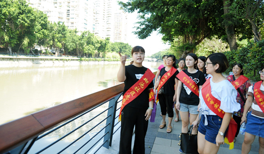 福州:志愿者助力社区 过文明多彩中秋节