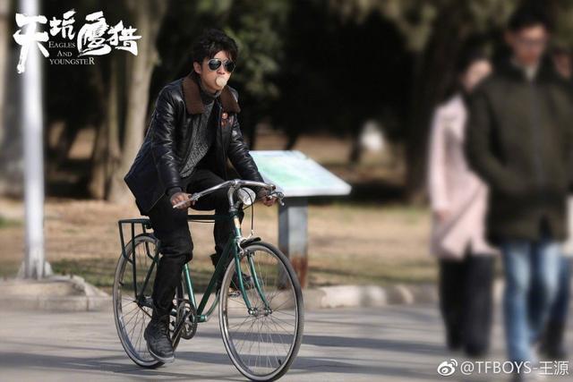 王俊凯19岁生日,易烊千玺和王源配的图是什么?不黑不欢乐