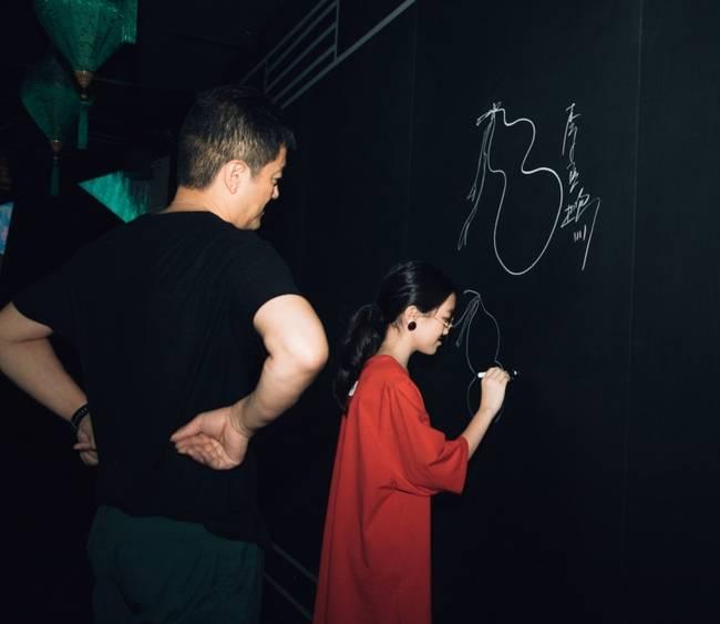 偶遇王菲李嫣母女 王菲李嫣现身香港是要和李亚鹏过中秋吗?
