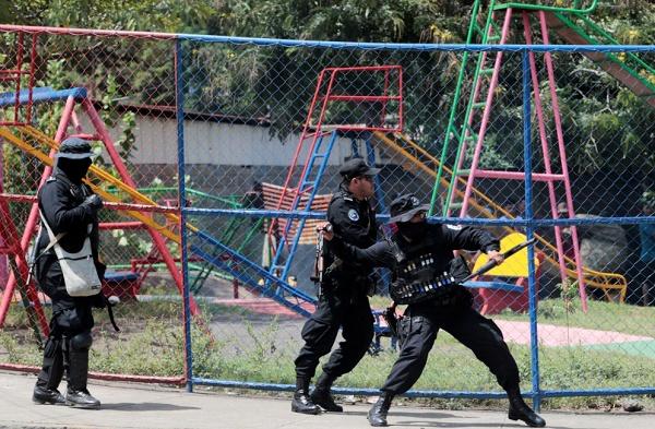 尼加拉瓜民众抗议活动引发警民冲突 致1死6伤
