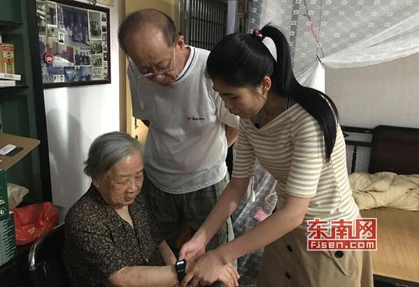 """莆田:""""闽善行""""志愿者走进社区 为老人提供入户服务"""