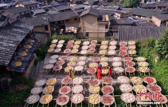 三明:鄉村舉辦曬秋節 辣椒玉米等農作物色彩繽紛