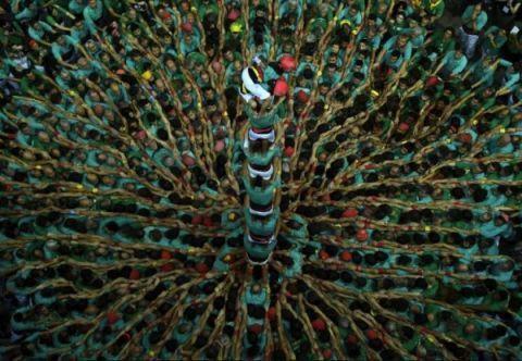西班牙6000人疊羅漢圖片曝光場面壯觀 是人類非物質文化遺產