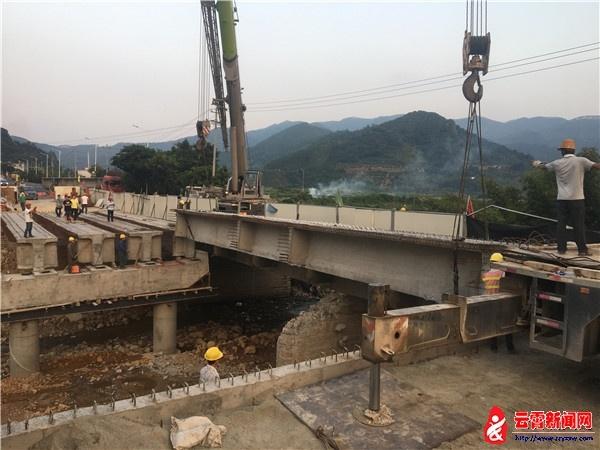 国道324线云霄古楼桥改建工程正式进入实质性的梁片吊装阶..