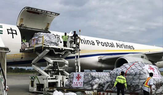 中国政府首批人道主义救灾物资运抵印尼
