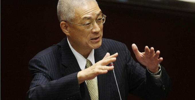 吴敦义向慰安妇铜像致敬 呼吁日本道歉赔偿