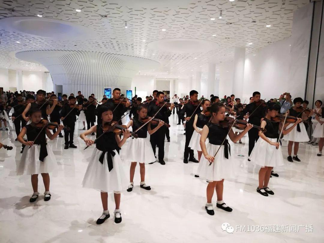 福州海峡文化艺术中心昨晚惊艳首秀!    (2)