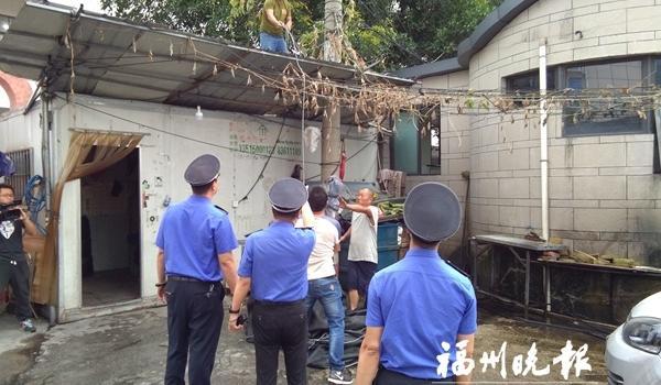 福州城管专项整治违规洗车场