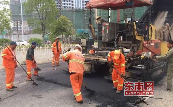 莆田市对城区部分破损沥青路面进行修补 14日完工