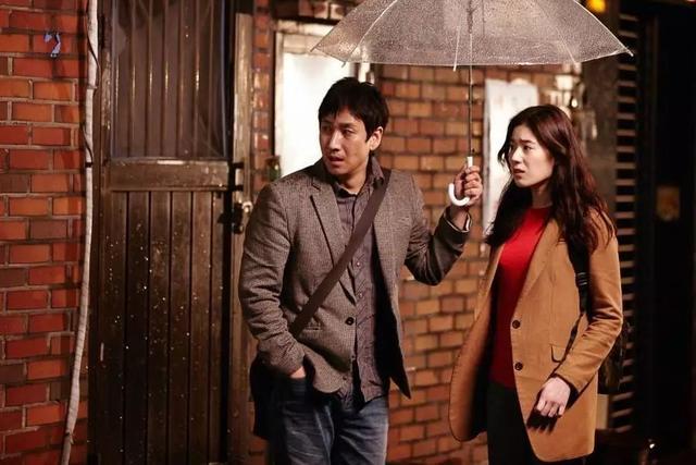 豆瓣评分8.2!韩剧《鬼客》刚上映就红透半边天,女主郑恩彩的颜值和私服穿搭也成为一大亮点!