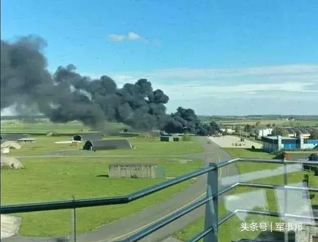 比利时战机闹乌龙现场照片曝光 意外击中另一架自己的战机