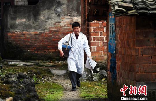 國家衛健委:已救治農村貧困人口22.6萬人