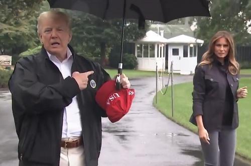 特朗普独自撑伞留妻子淋雨怎么回事 特朗普为什么要这么做(图)