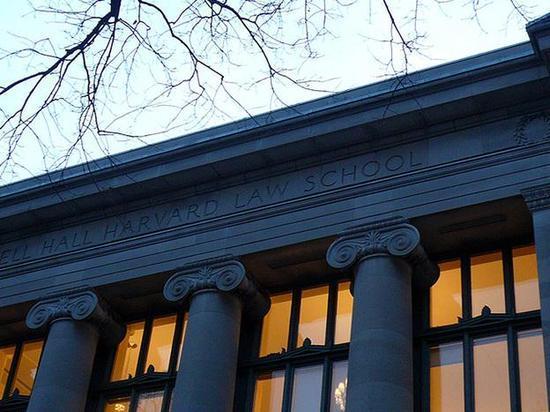 哈佛法学院雇用门生编辑被指合法利用种族尺度