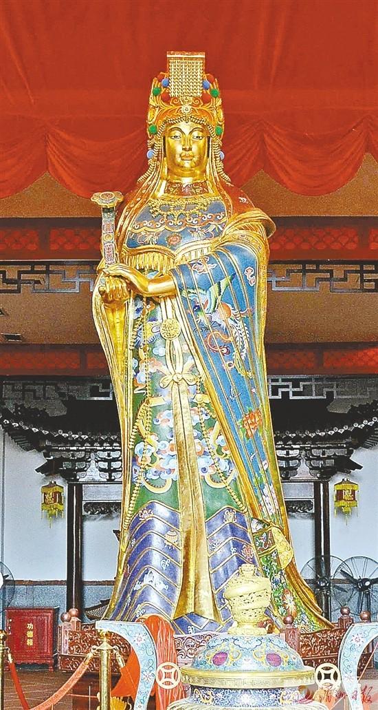 3.23米高景泰藍媽祖像昨安座懿明樓