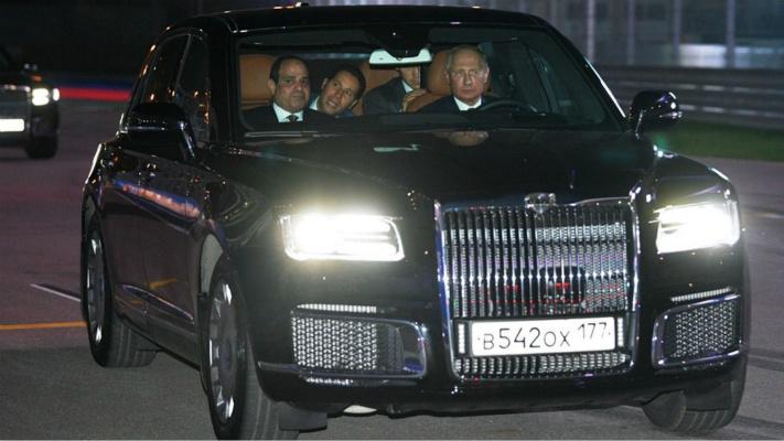 """真拉风!""""老司机""""普京开新车带埃及总统兜风"""