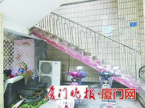 超市冷柜外机响声大 小区居民休息受影响