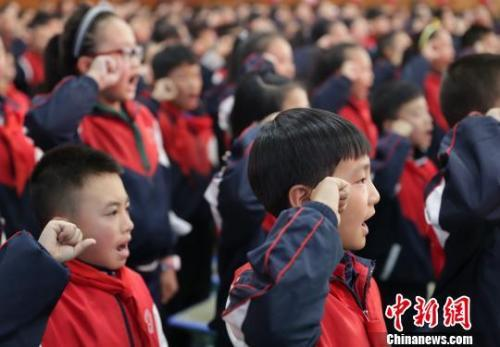 三部分:发明使用红围巾举行贸易运动 立刻追查责任