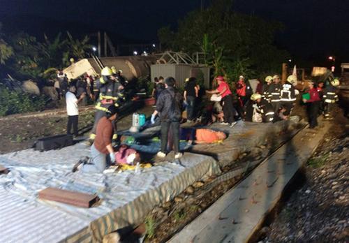 台湾火车出轨事故始末造成什么后果?台湾火车出轨原因正在调查中