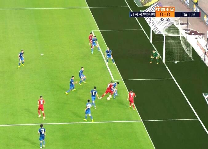王燊超主裁漏判争议频出 王燊超手球为什么裁判视而不见?