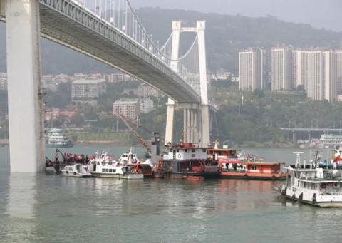 重庆公交车坠江前8人上车,这8人分别是什么年龄段的人?