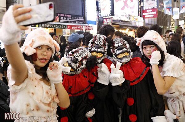 日本東京澀谷萬圣節狂歡太狂野:換裝掀車偷拍襲胸