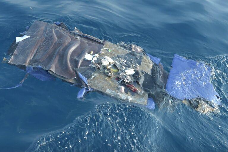 印尼獅航客機最新消息 獅航客機更多殘骸被發現,黑匣子機身未找到