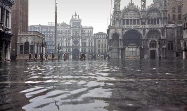 威尼斯被淹了怎么回事 威尼斯水位上漲四分之三被淹現場圖曝光