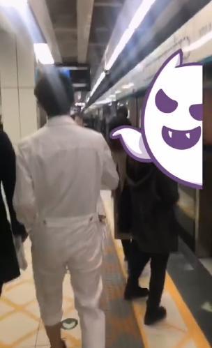 白宇黑夜地铁站发糖吓坏众人,究竟是怎么回事?