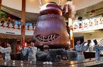 福建武夷山:大茶壺下展茶藝