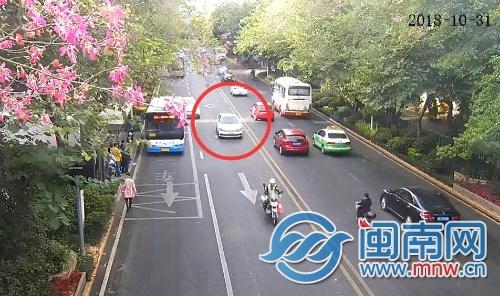 泉州市區:孕婦羊水破遇堵車 豐澤交警緊急開道送醫