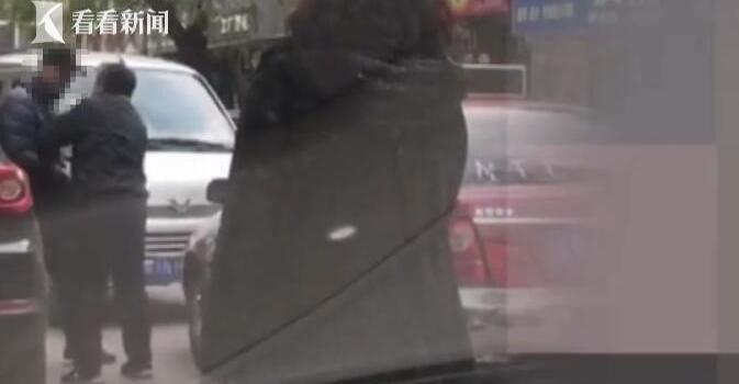 逆行逼迫司機下跪怎么回事?逆行逼迫司機下跪事件始末令人憤怒