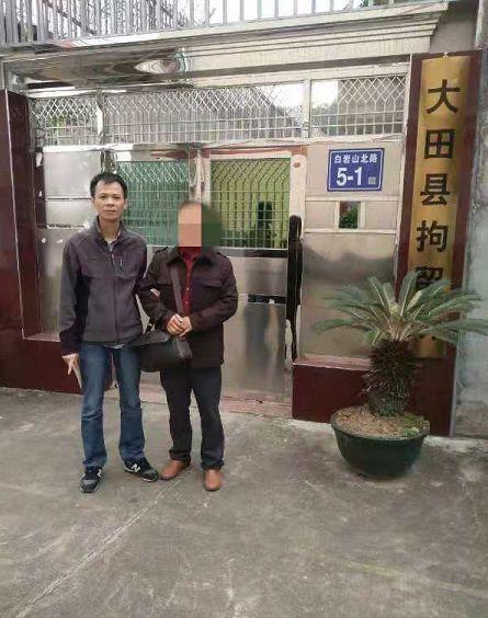 """三明一女子無證駕駛被查 丈夫""""拔刀""""相助被拘"""